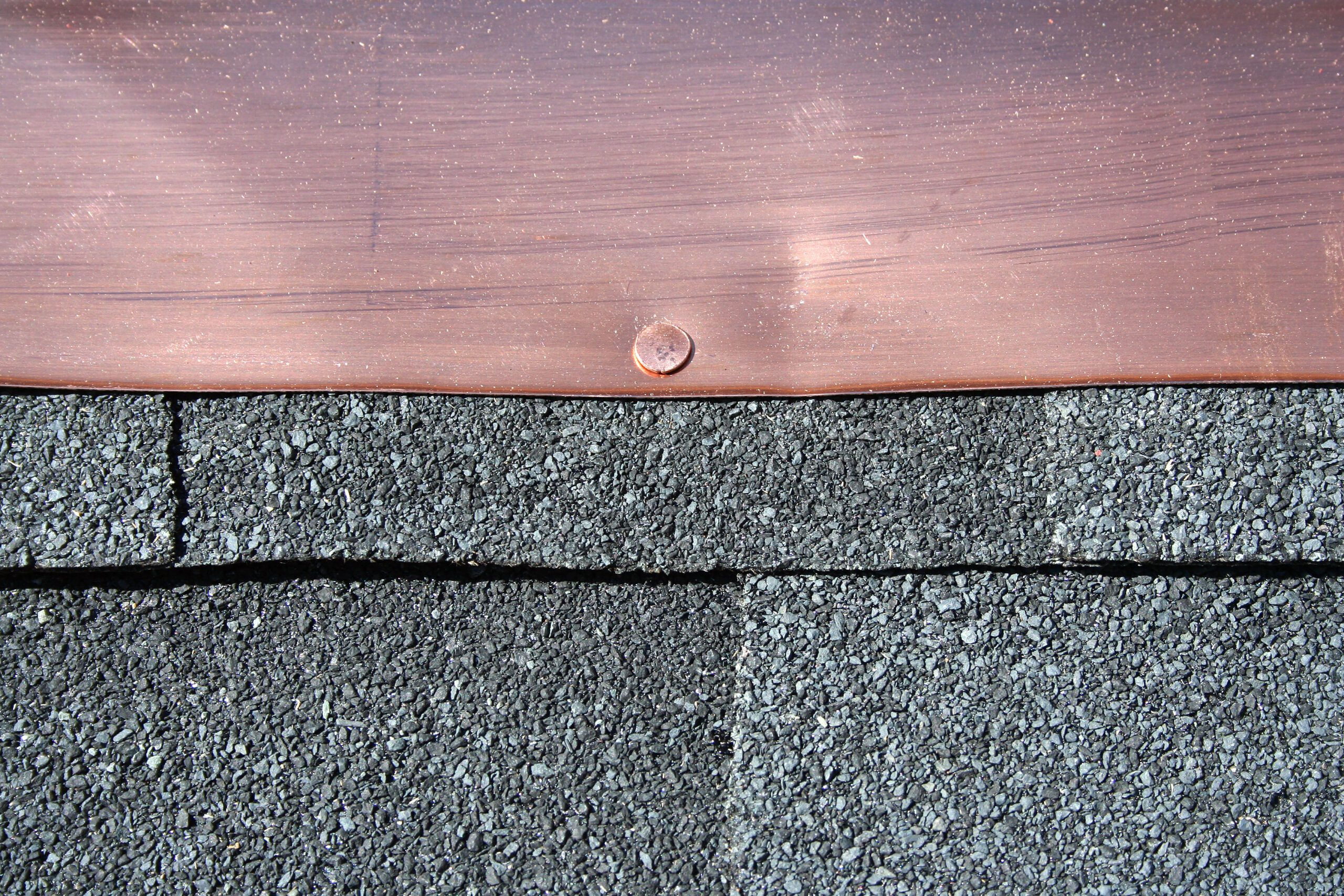 6 Common Issues That Cause Damage to Roof Flashing